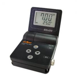 pHmetro portatil tipo oyster 0-14.00. compensacion ATC 0-100C. mV +- 1999. incluye electrodo. buffer y maletin
